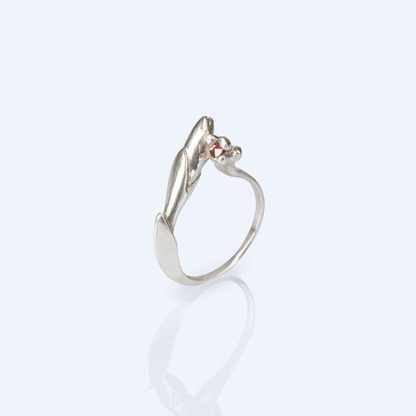 Adéla Schicker   prsten pyrop
